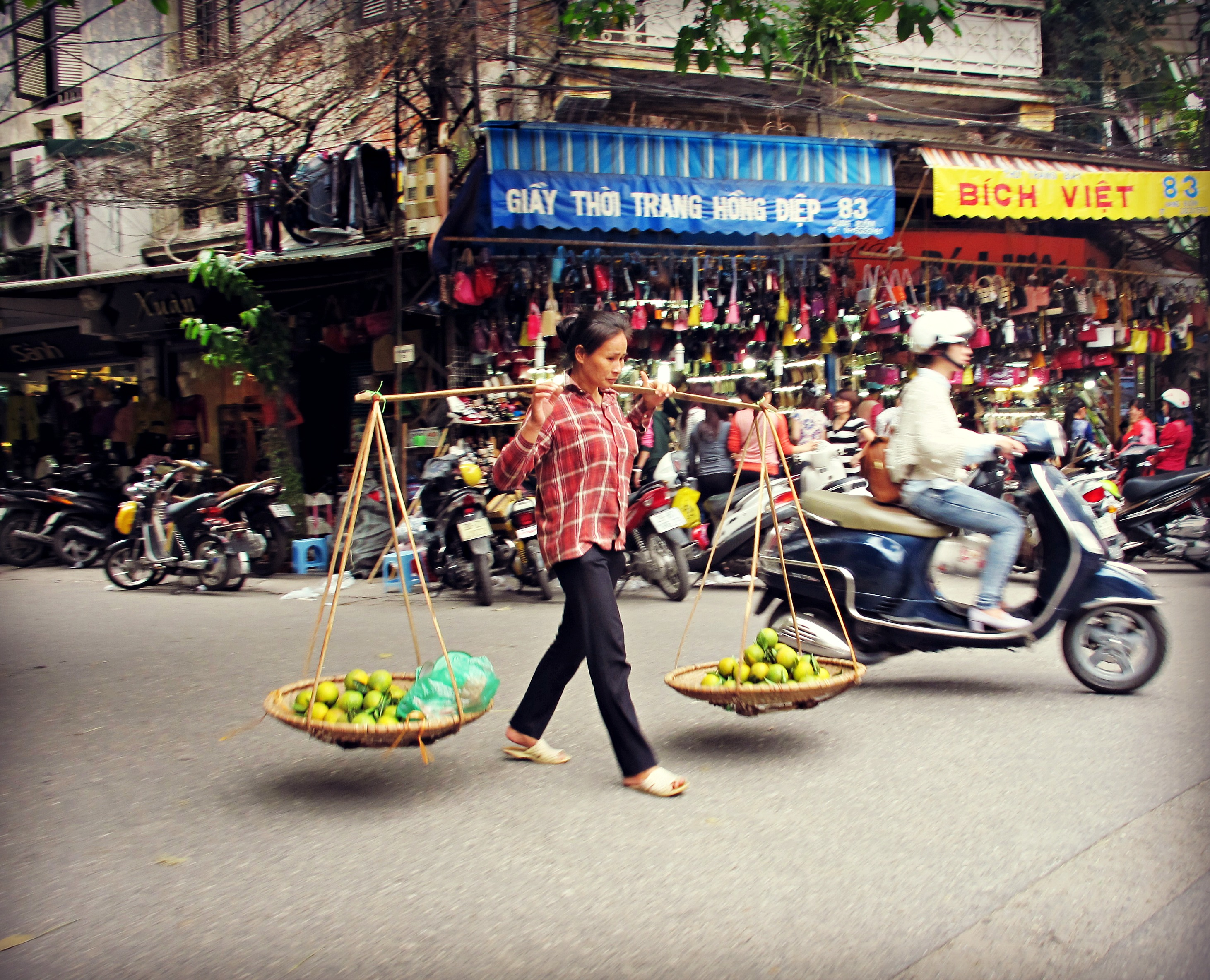 hanoi foot traffic