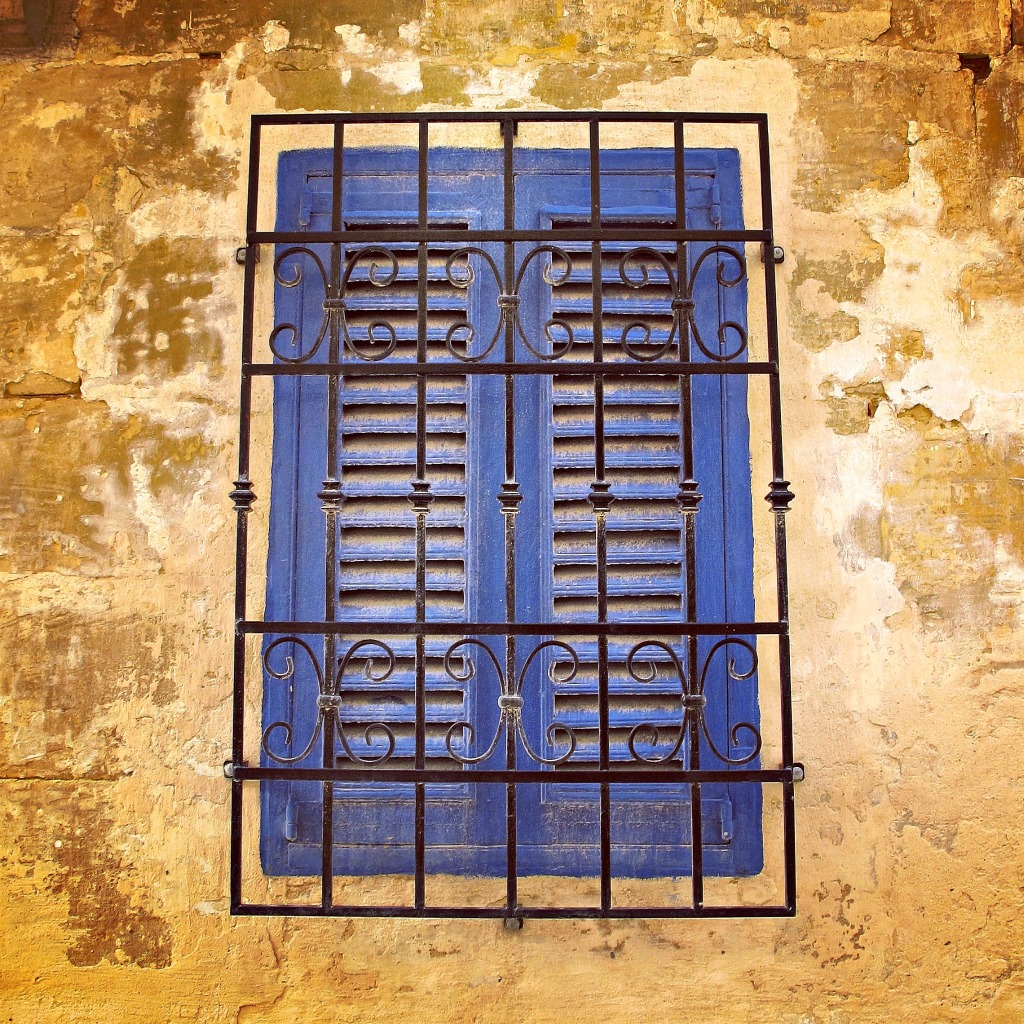 Blue window in Vittoriosa.