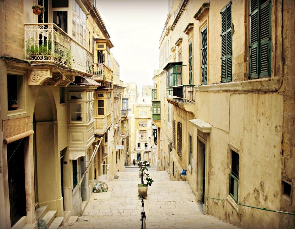 A narrow alley
