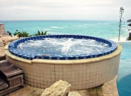 Where hot tub meets sea.