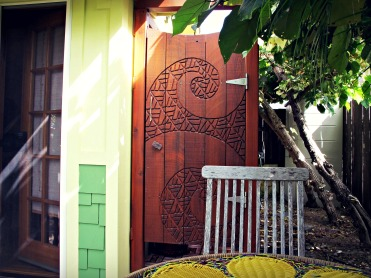 Outdoor shower at the Coconut in Kailua, Oahu