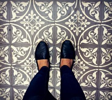 Gray tile