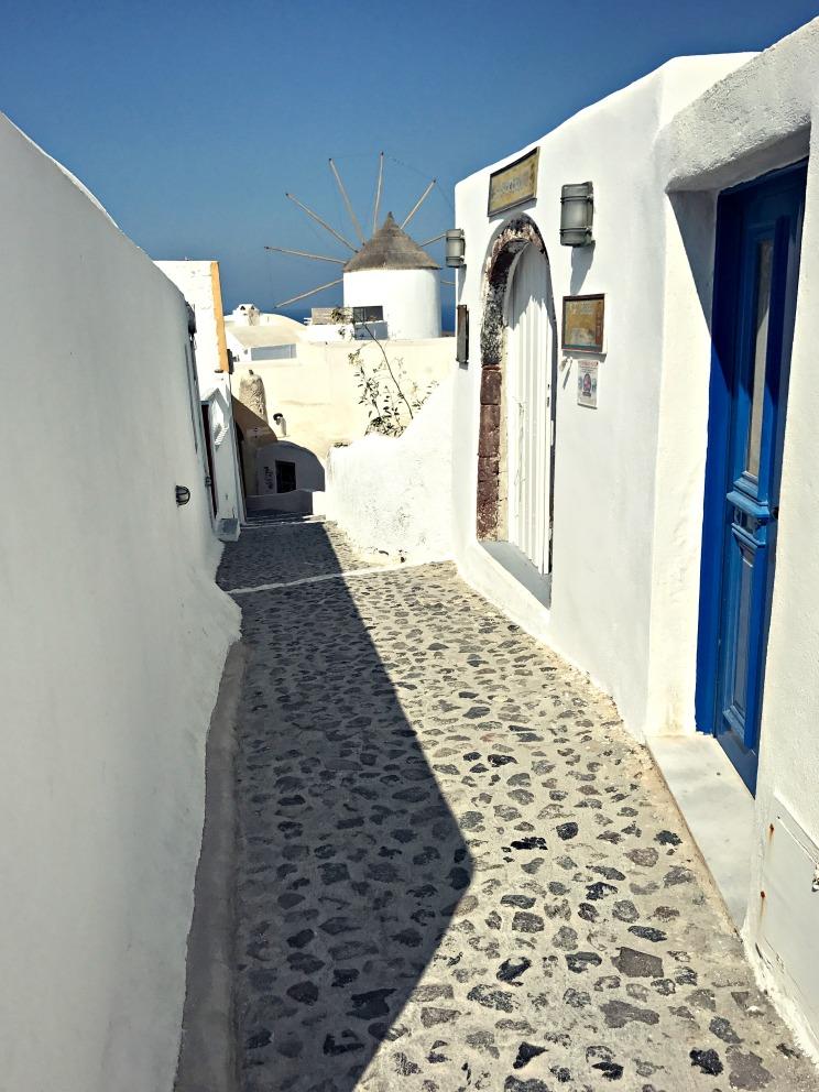 Oia alleys