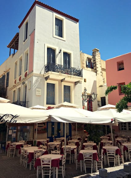 Because of the strike, most restaurants were closed, like this one next to Trimartiri cathedral.