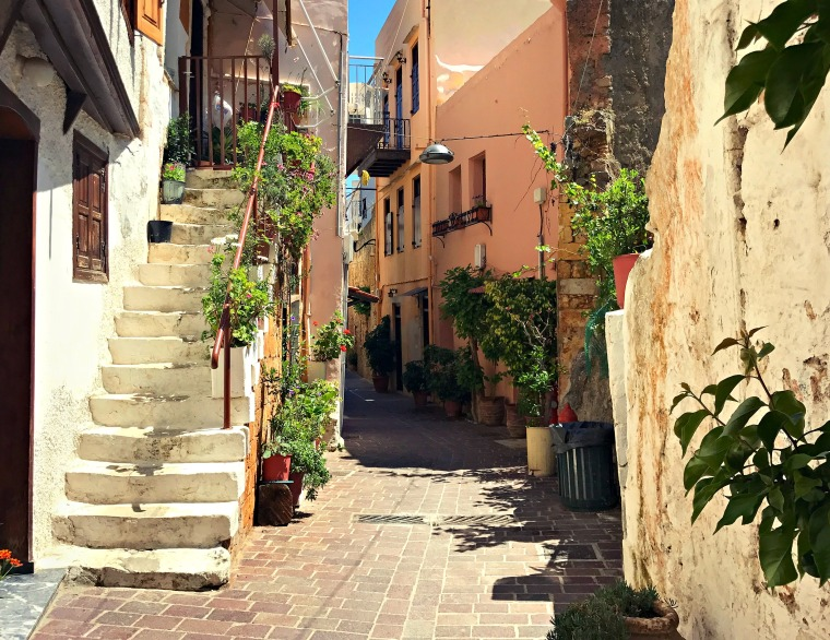 Wandering one of the shaded, quiet alleyways in the beautiful Topanas district.